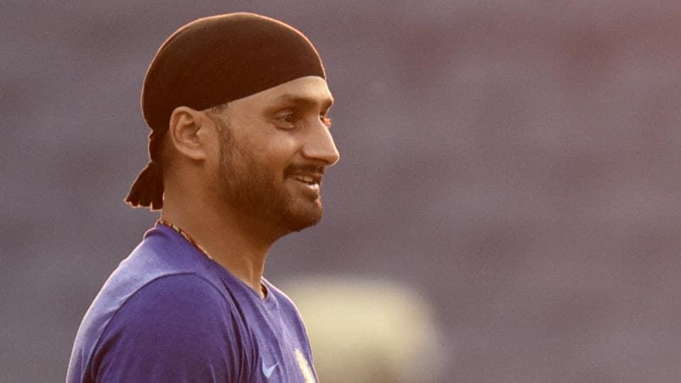 Harbhajan Singh took to Twitter to make his feelings known on Australia's batting.