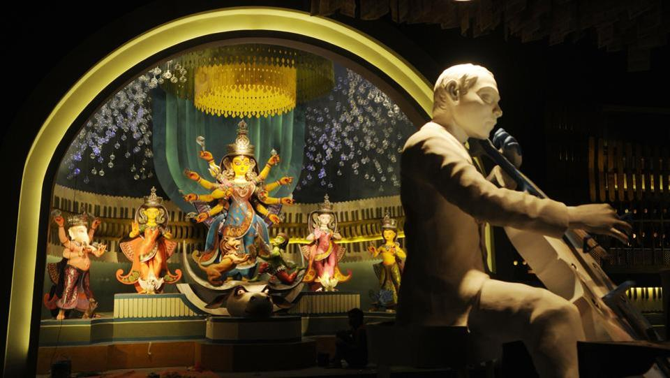 The pandal at Kashi Bose Lane in North Kolkata is themed on music, spanning old and new songs. Taking visitors down memory lane by using music as a theme, artist Pradip Das has also designed the soundscape in detail. (Samir Jana / HT Photo)