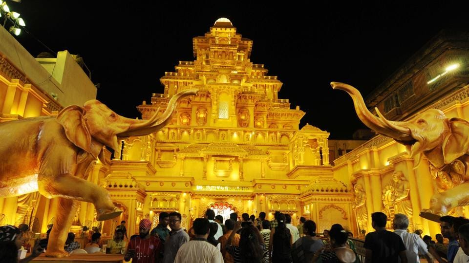 The Sreebhumi Sporting Club Durga Puja at Lake Town in Kolkata has modelled this year's pandal on one of the more popular themes, that of the palace of Mahishmati from Baahubali.  (Samir Jana / HT Photo)