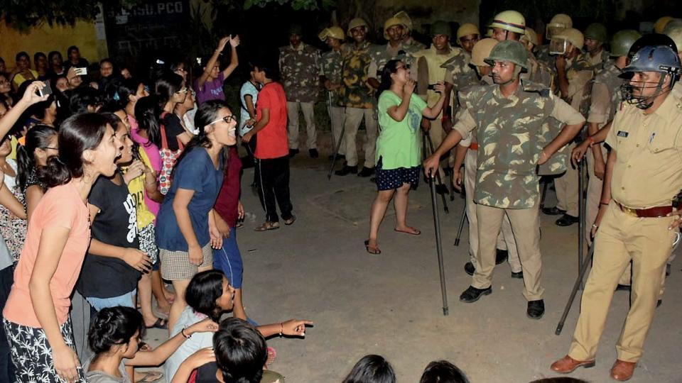 BHUstudents and police in a standoff in Varanasi late on Saturday night.