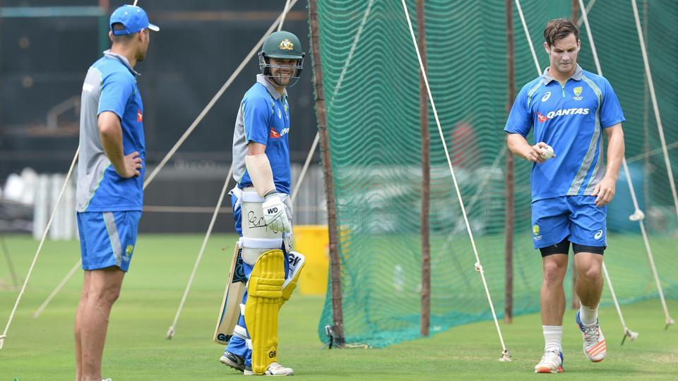 Nathan Coulter-Nile (L), Travis Head (C) and Hilton Cartwright take part in a practice session ahead of the fourth ODI at the M. Chinnaswamy Stadium in Bangalore.  (AFP)
