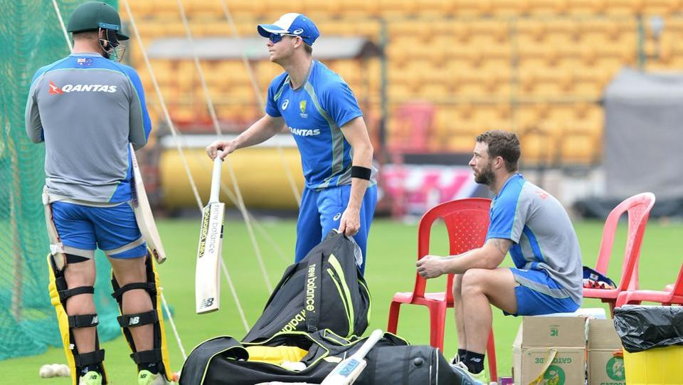 Steven Smith (C) prepares to bat as teammate Matthew Wade (R) looks on during a practice session ahead of the fourth ODI at the M. Chinnaswamy Stadium in Bangalore.  (AFP)