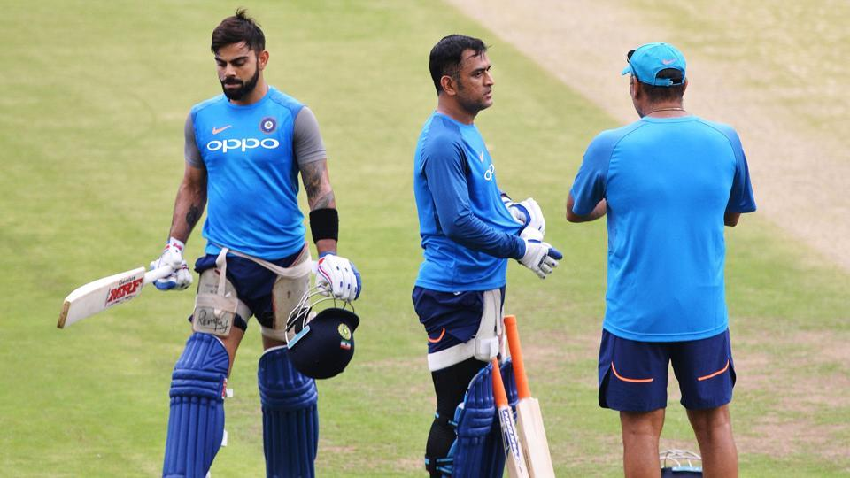 Indian cricket captain Virat Kohli (L) walks past his team mate MS Dhoni and coach Ravi Shastri after a net practice session ahead of the fourth ODI at the M. Chinnaswamy Stadium in Bangalore.  (AFP)