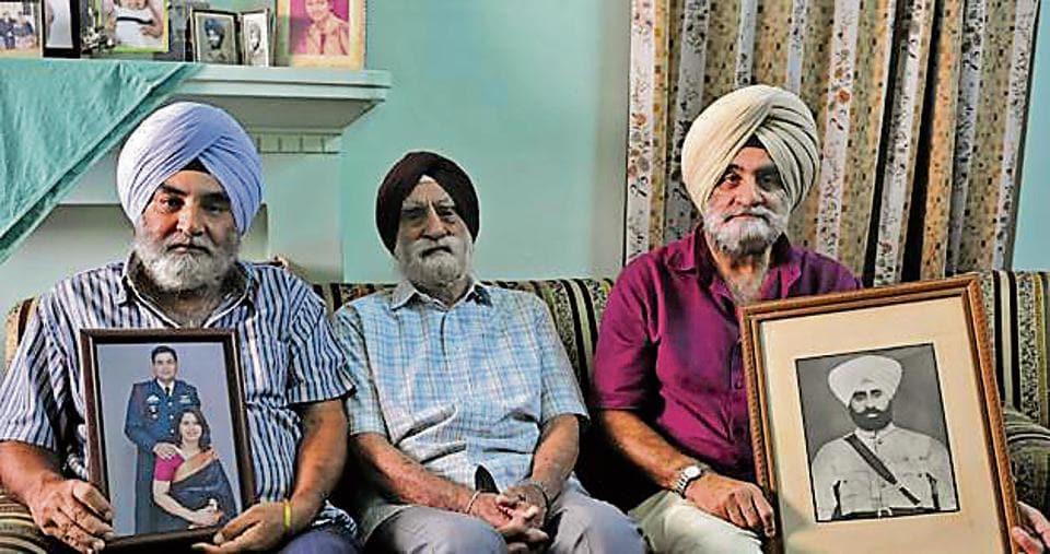 Maj Gurdial Singh Jallanwalia (retd) flanked by his sons Col (retd) Harmanderjeet Singh (left) and IAF Group Captain (retd) Harjinderjeet Singh in Ludhiana on Wednesday.