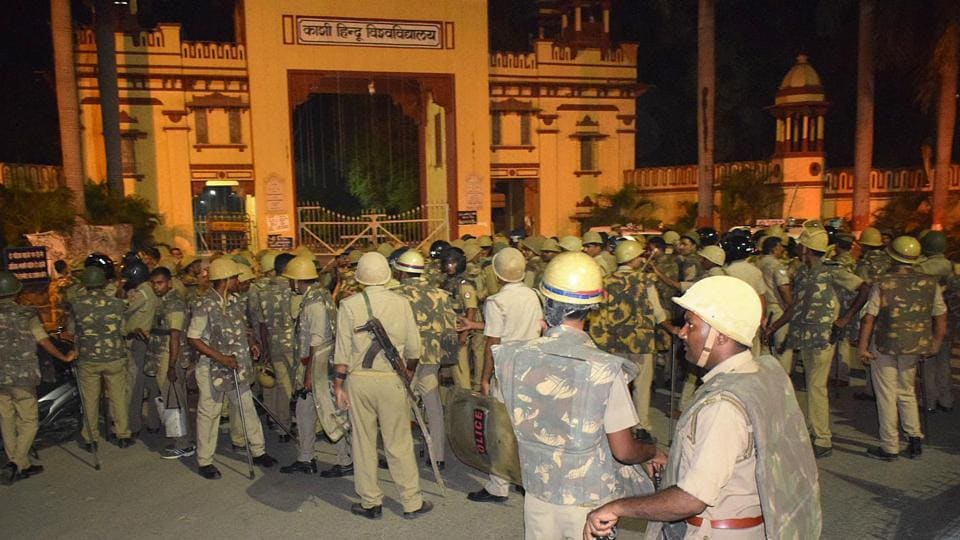 Varanasi, India September 23,2017: Heavy police personnel deployed at Banaras Hindu University where students were holding a protest in Varanasi, late Saturday night on Saturday Sept 23, 2017.( Photo by Rajesh Kumar /HT Photo)