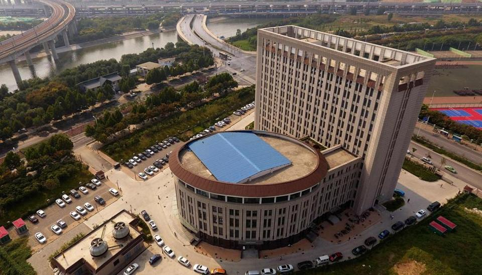 A building at the North China University of Water Resources and Electric Power is referred to as the 'toilet building' because of its design.