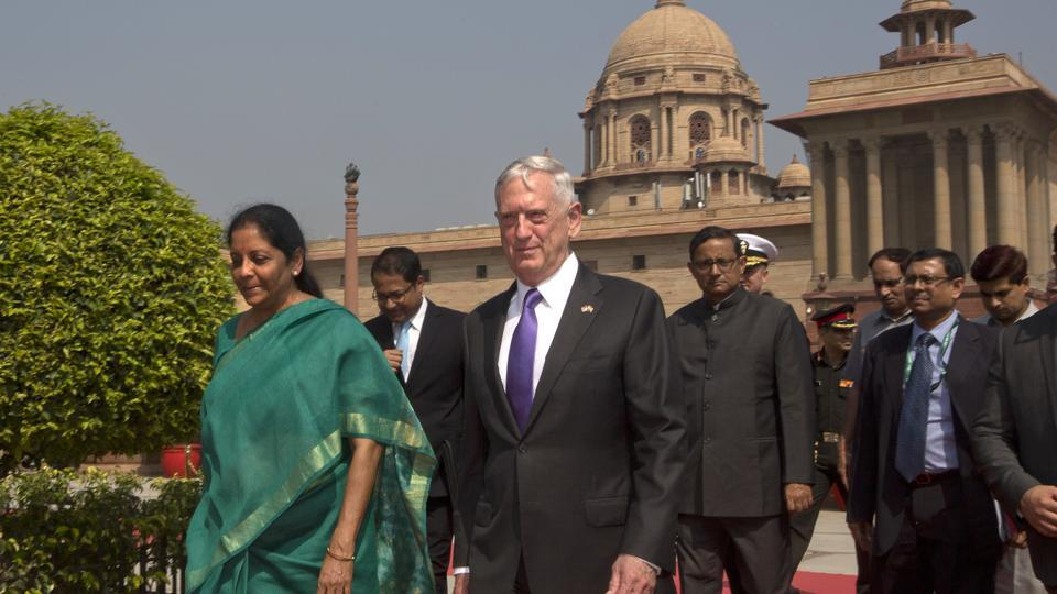 Defense minister Nirmala Sitharaman (L) escorts US defense secretary James Mattis for a delegation level meeting in New Delhi on Tuesday.
