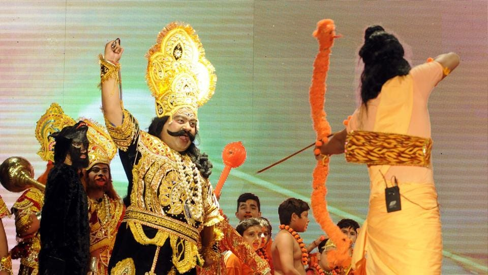 Lord Rama killing Ravana during Ramlila held by Royal Youth Club in Patiala on Saturday. (Bharat Bhushan/HT)