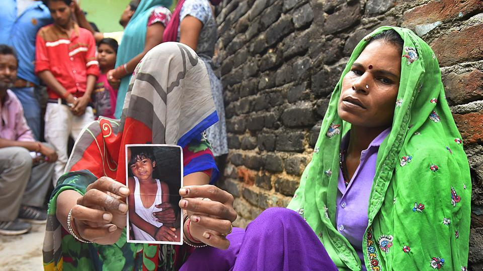Ramratti holds up a photograph of her 6-year-old son Umesh, who was abducted and killed by a neighbour who initially planned to seek a ransom of Rs 20,000.