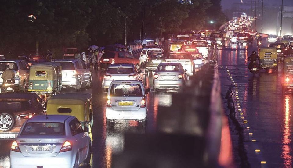 Heavy traffic jam at Moolchand flyover in New Delhi, on September 22, 2017.