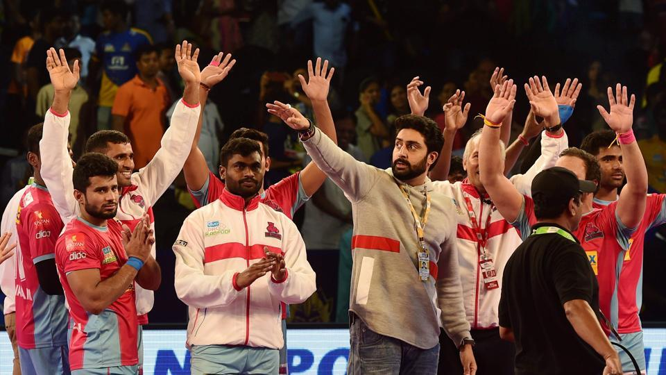 Owner of Jaipur Pink Panthers and Bollywood actor Abhisekh Bachchan along with his team players celebrating the win over Tamil Thalaivas after their Pro Kabaddi League match.
