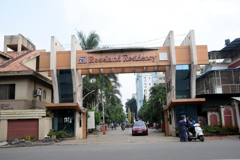Roseland Residency was one of the first in Pimpri-Chinchwad to implement the 2bin1bag / three-way (organic, recyclable and reject) waste segregation model at source in January 2016.