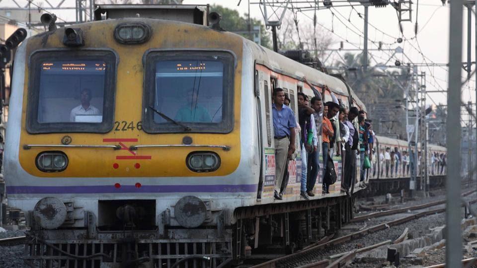 Mumbai local train,Local train derails,Train derail