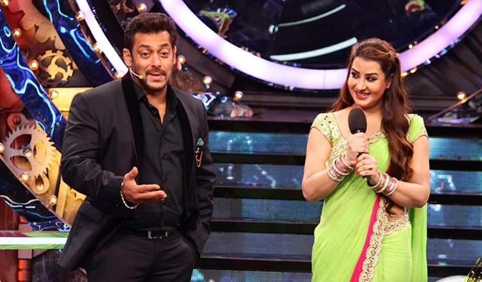 Salman Khan welcomes Shilpa Shinde on Bigg Boss 11.