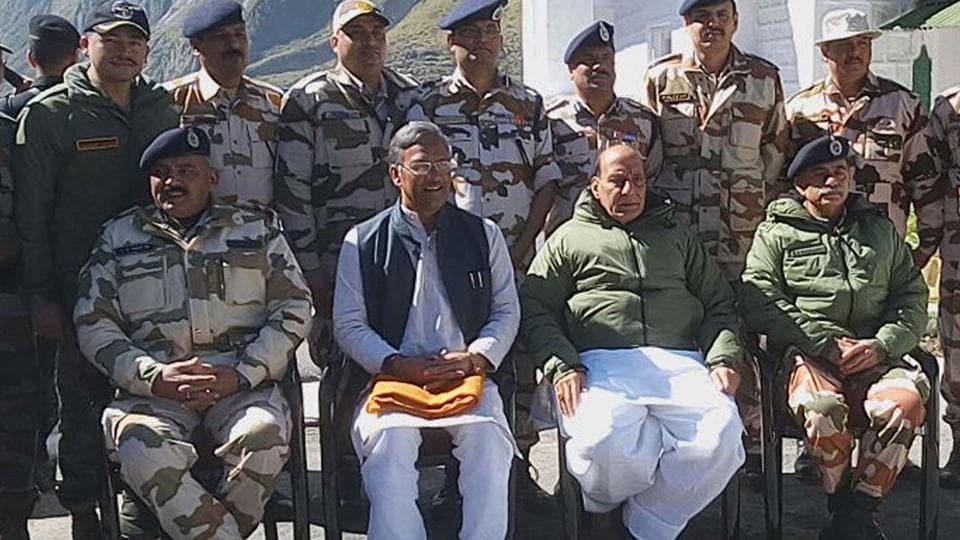 Shri Rajnath Singh visits Rimkhim and Lapthal BoPs of ITBP