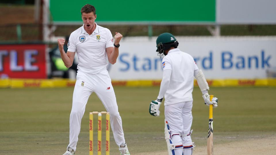 Morne Morkel sustained a side strain and was unable to bowl on the final day of the Potchefstroom Test against Bangladesh after taking three quick wickets on the fourth day.