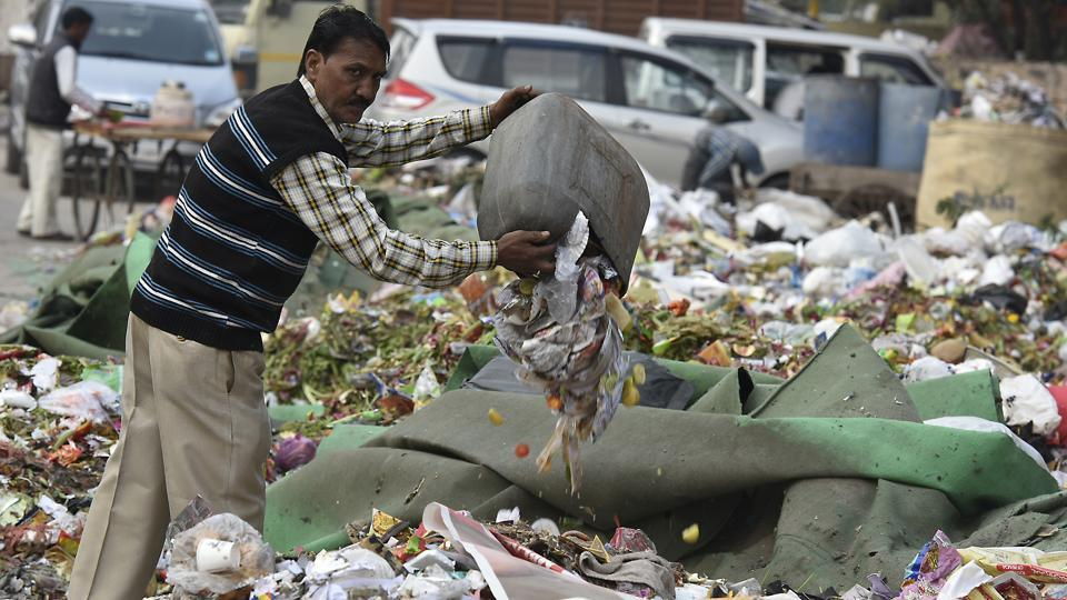 A recent study by NGO Chintan revealed that 78% Delhi residents who were surveyed dumped garbage on roadside.