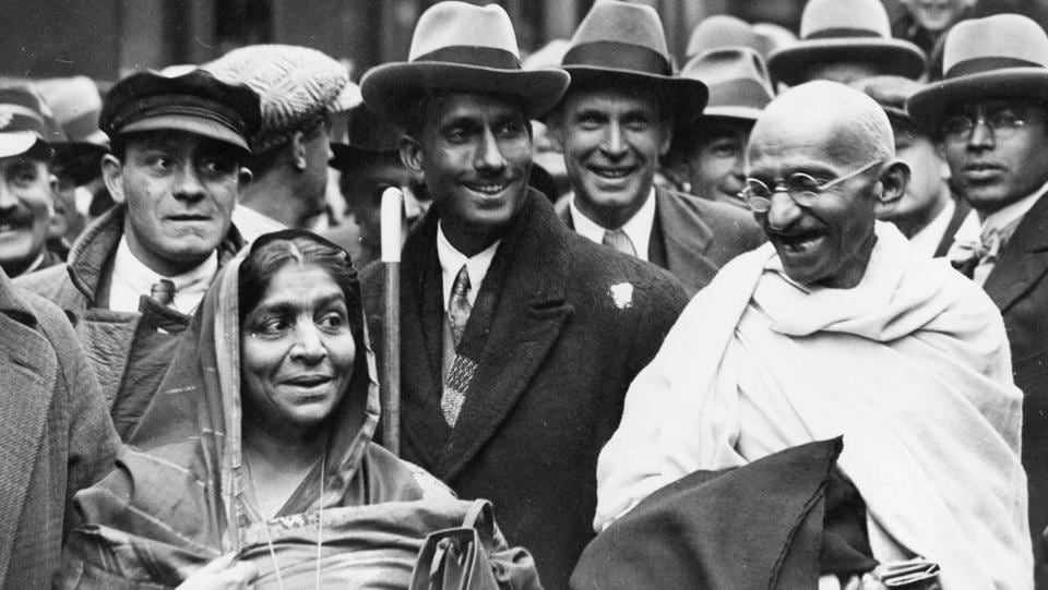 Mahatma Gandhi at Boulogne station with Sarojini Naidu, on the way to England to attend the Round Table Conference as the representative of the Indian Nationals.  (Douglas Miller / Getty Images)