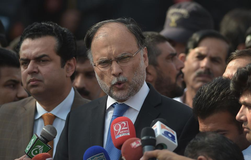 N leaders barred from Nawaz hearing, Pak minister threatens to quit
