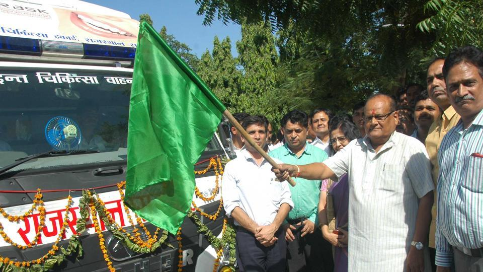 Health minister Kali Charan Saraf flags off mobile dental vans at the Indira Gandhi Panchayati Raj Sansthan in Jaipur on Monday.