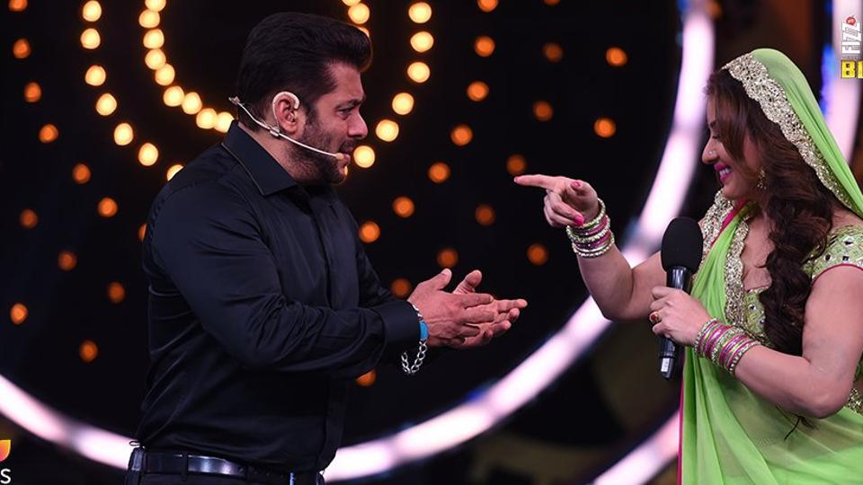 Shilpa Shinde and Vikas Gupta engage in a war of words as Salman Khan watches.