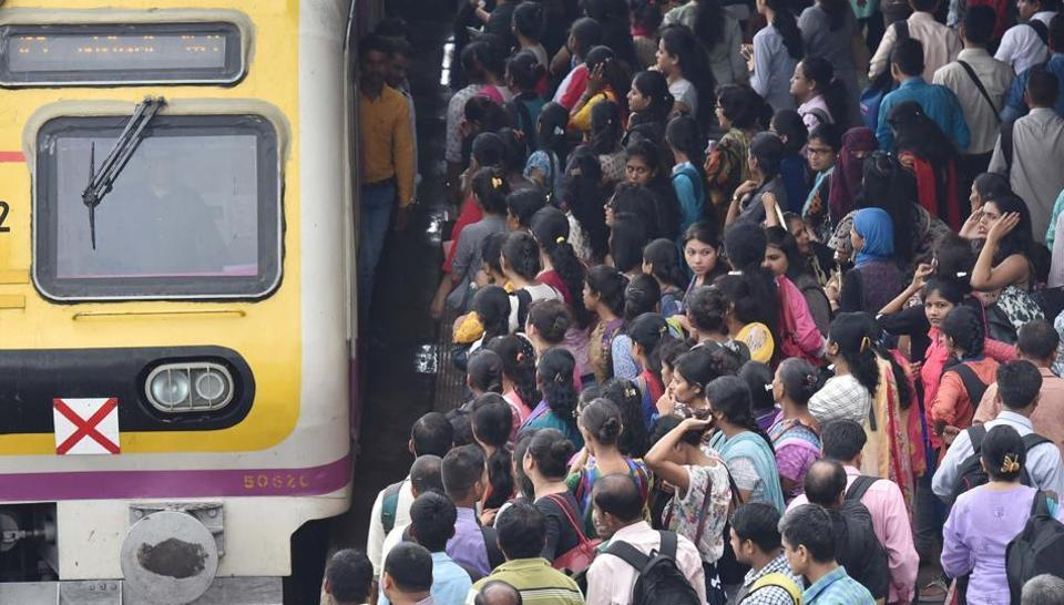 The MNS is planning to highlight the problems that Mumbai's train commuters face during its protest march on October 5.