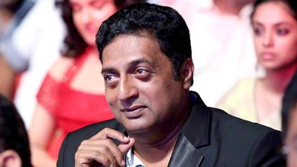 Prakash Raj threatens to return his national awards