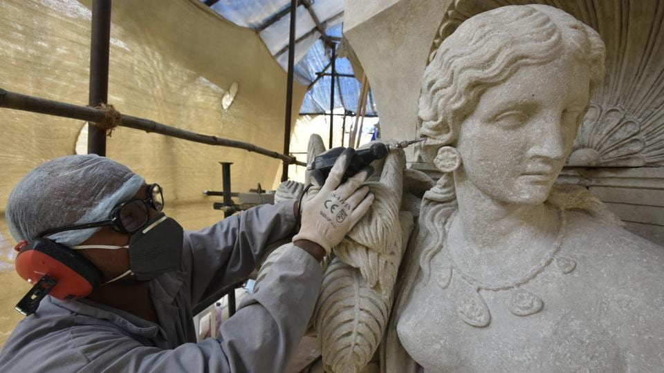 The work on this statue is almost complete. The team uses high-density steam to remove the coat of murk. The method is least invasive, as it does not use chemicals.