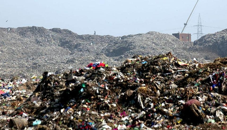The BMC had planned to set up two small waste processing plants in each ward to reduce the burden on Deonar and Mulund dumping grounds. (Kunal Patil/HT photo)