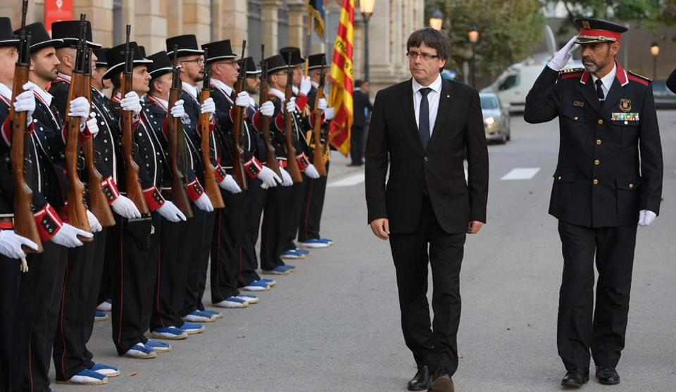 President of the Catalan regional government Carles Puigdemont (2R) and Josep Lluis Trapero (R), chief of the Catalan regional police on September 10.