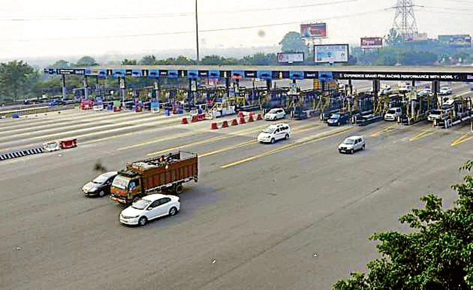 FONRWA claims, citing CAG report, that the Noida Toll Bridge Company Limited that manages the Delhi-Noida-Direct (DND) flyway has recovered its cost and the Noida authority should terminate its contract.