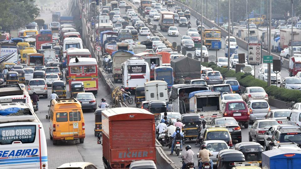The accident occurred on the Vakola flyover, which is a part of the Western Express Highway.