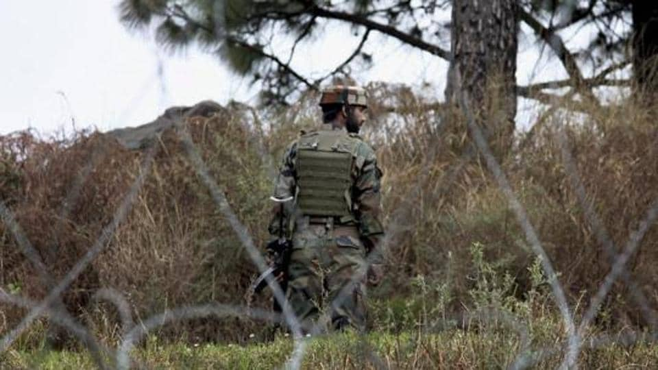 An Indian Army jawan patrolling at the Line of Control, Poonch, Jammu and Kashmir (Representative Photo)