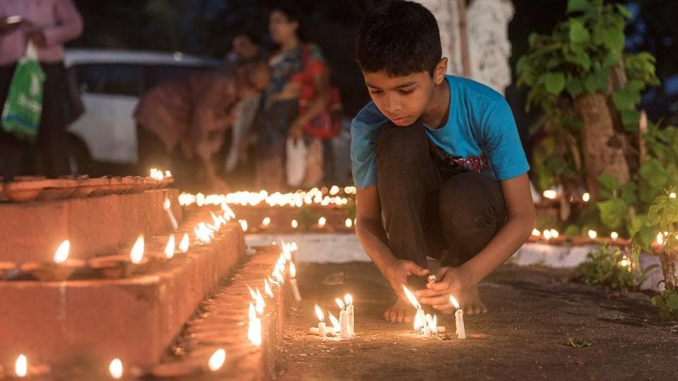 Devotees stay up through the night on this day. (Aalok  Soni/HT PHOTO)