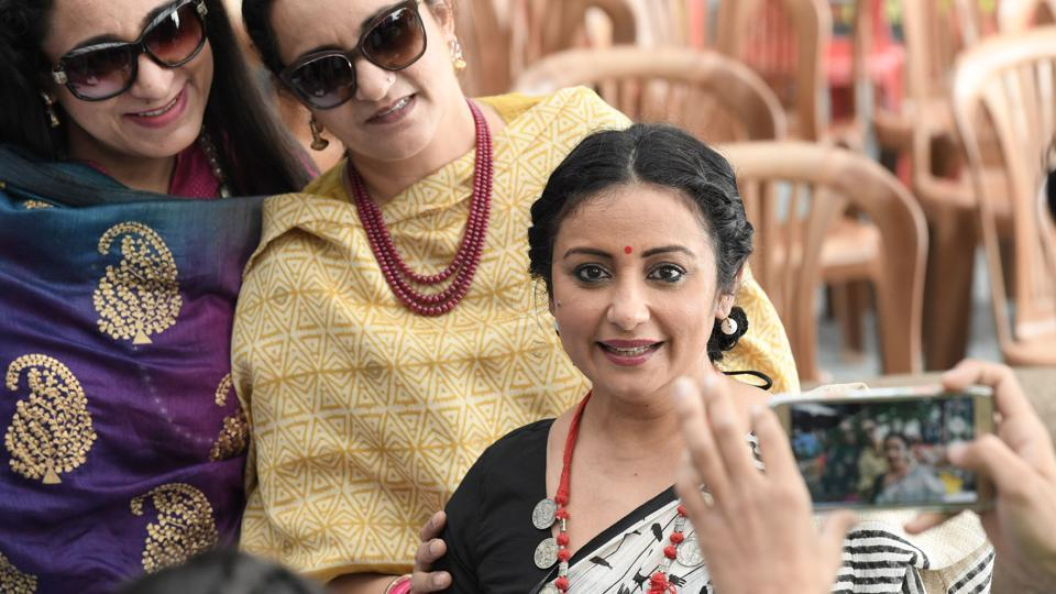 Actress Divya Dutta posing for a photograph with fans after her session at the sixth edition of the Khushwant Singh literary festival at Kasauli on Friday. (Karun Sharma/HT)