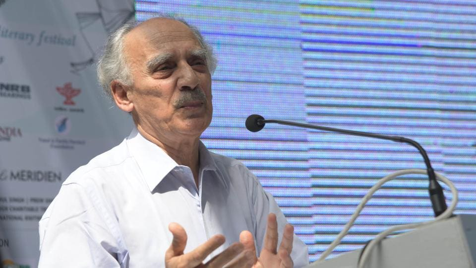 Former BJP cabinet minister Arun Shourie  delivering the inaugural address of the sixth edition of the Khushwant Singh literary festival at Kasauli on Friday. (Karun Sharma/HT)