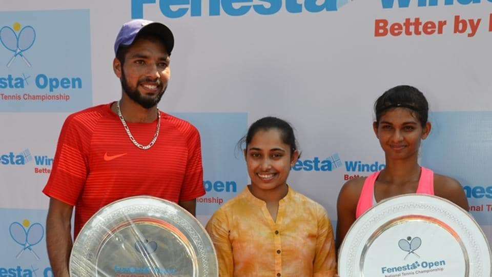 Mahak Jain (R) defeated top seed Zeel Desai 7-5, 6-3 for the women's title at the Fenesta Open National Tennis Championship. Dalwinder Singh put on a dynamic display to beat top seed Suraj Prabodh 6-3, 6-4 for the men's title.