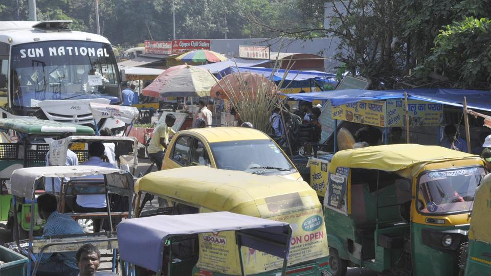 Apart from vendors, auto-rickshaw drivers too add to the chaos by parking vehicles in a haphazard manner on the service roads and main carriageway.