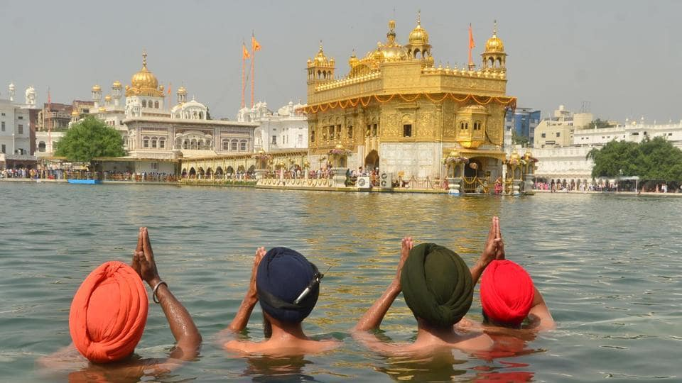 His birth anniversary is marked by celebration and prayer by Sikhs around the world.  (Sameer Sehgal/HT)