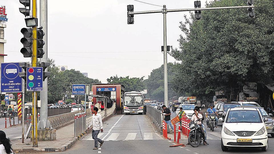 Ahmednagar road BRTS is one of the routes to be scrapped to give way to the proposed Metro.