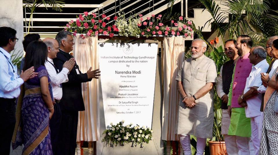 Vikas Gando Thayo Che,Development has gone crazy,Narendra Modi