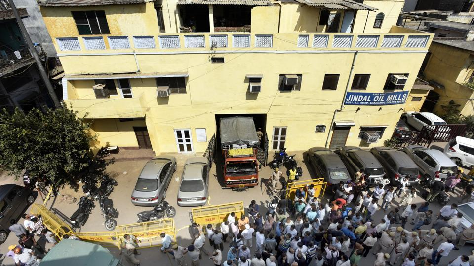 Delhi police official cordon off a haveli where four members of a family were found stabbed to death at Mansarovar Park, Shahdara in east Delhi, on October 07, 2017. The security guard was also found dead near the stairs to the house