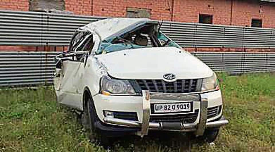 The remains of the car. The injured were identified as Vaishali, Saumya, Simran, Prerna, Sharif and Jayesh. Vaishali and Saumya.