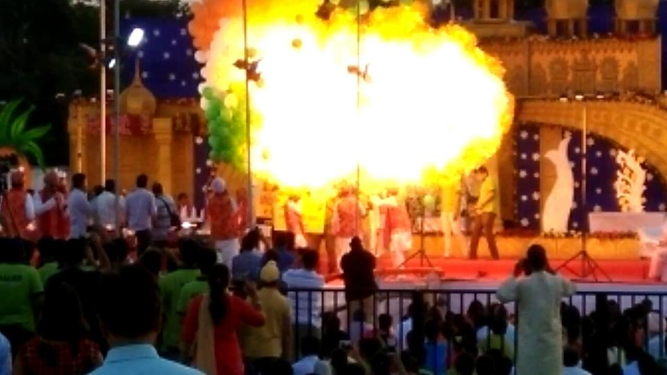 Balloons explode at Indian event