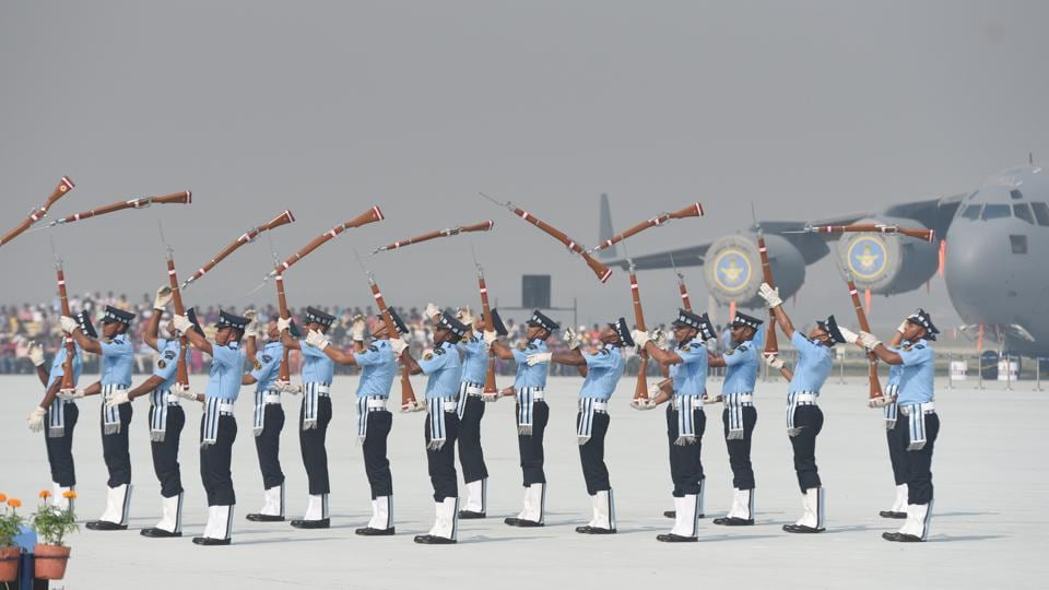 Indian Air Force personnel perform a drill with rifles during the 85th Air Force Day parade at Hindon Air Force base. (Sushil Kumar / HT Photo)