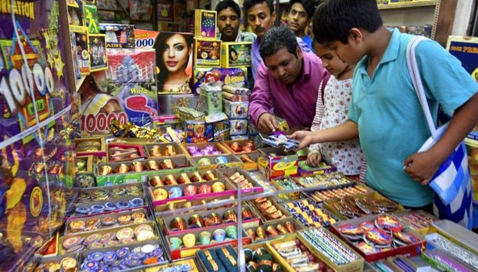 People buy firecrackers ahead of Dhanteras and Diwali in New Delhi in 2016.