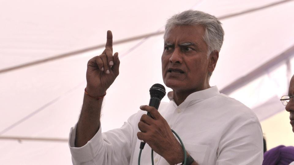 Congress candidate Sunil Jakhar campaigning at Dera Baba Nanak in Gurdaspur Lok Sabha constituency .