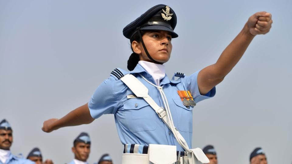 Indian Air Force personnel parade during the 85th Air Force Day celebrations at Hindon Air Force base.  (STR / AFP)