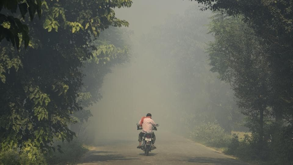'With the retreat of monsoon, the northwesterly winds start blowing in. This paves the way for a major chunk of the pollutants to reach Delhi and other cities located in the path of the winds,' said D Saha, head of the air quality laboratory, Central Pollution Control Board. (Burhaan Kinu / HT PHOTO)