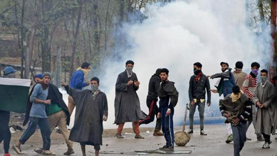A group of protestors pelting stones on security forces in Chadoora area of central Kashmir's Budgam district.